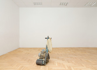 Machine for parquet floor polishing, grinding in renovated room