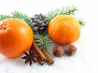 Weihnachtsdekoration mit Obst und Nüsse
