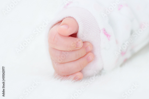 detail of the hand of a newborn baby