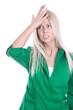 Frau enttäuscht und vergesslich - isoliert in Bluse grün
