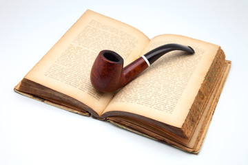 libro y pipa