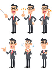 眼鏡をかけたスーツの男性