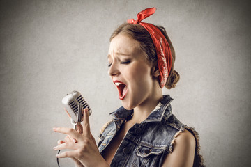 Singing Pinup