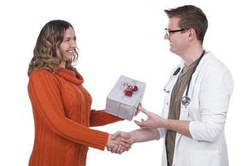 Patientin bedankt sich beim Arzt - patient says thank you