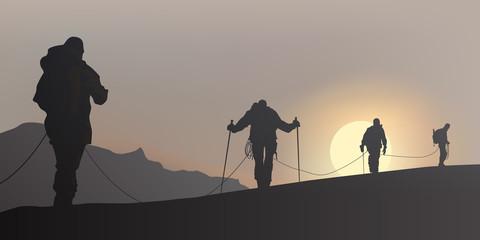 Alpiniste Cordee brume