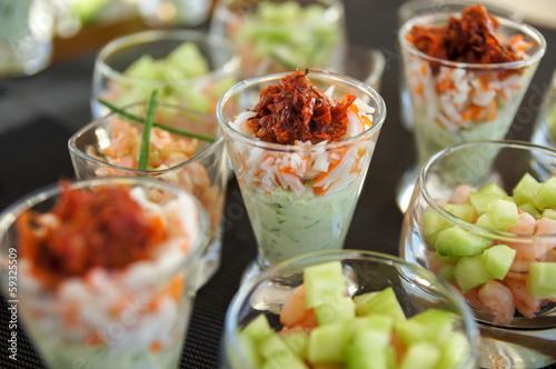 Papiers peints Assortiment verrines espumas d'avocat, concombre et et saumon 3