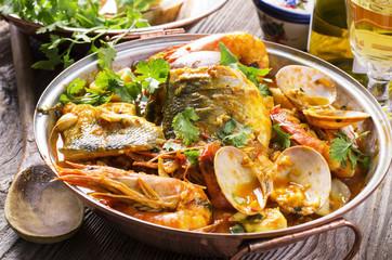 cataplana mit Fisch und Meeresfrüchten