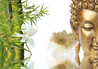 bouddha doré, lotus et bambou asiatique
