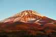 水ヶ塚駐車場からの朝日を浴びた富士山