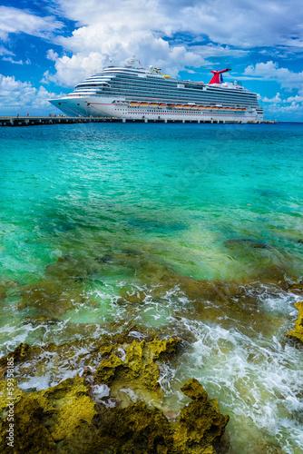 Leinwanddruck Bild Cruise ship docked in Cozumel, Mexico