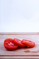 chopped tomatoes on chopping board