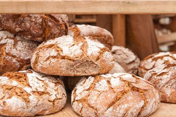 Frisch gebackenes Brot, Grundnahrungsmittel