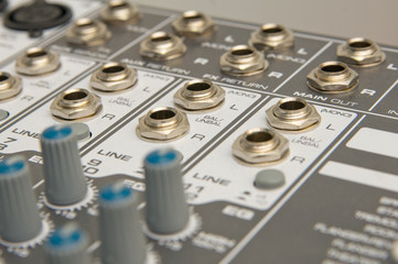Inputs and outputs audio
