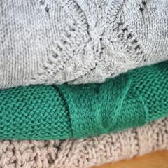 pila di maglioni colorati