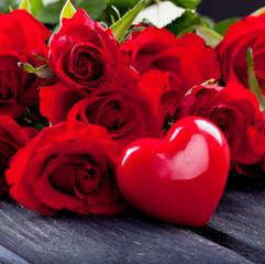 rote Rosen mit großen Herz