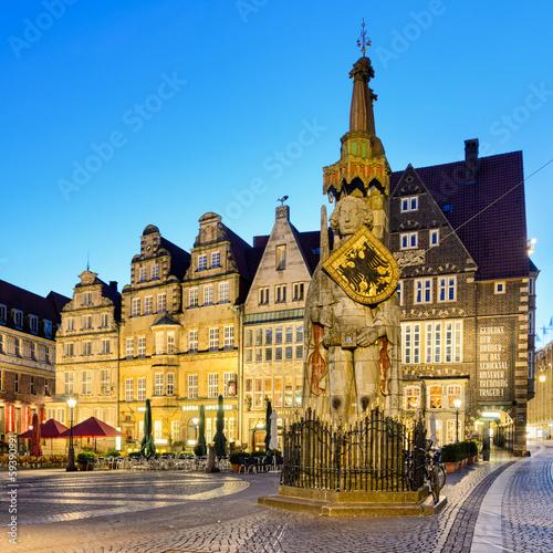 Die Statue von Roland am Marktplatz von Bremen
