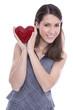 Valentinstag - junge verliebte Frau mit einem roten Herz