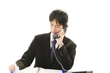 仕事に励むビジネスマン