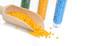 Gelbes Masterbatch Kunststoffgranulat in Holzlot