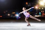 Fototapety Little girl figure skating