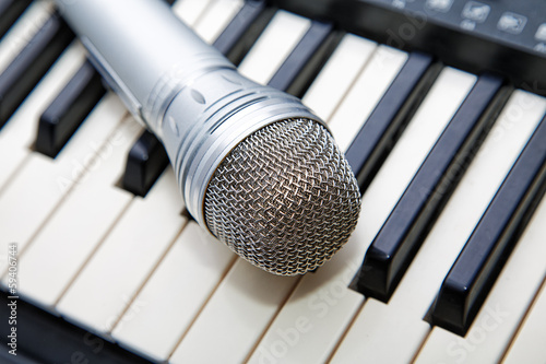 Microphone on the piano keyboard