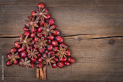 Christmas tree made of cinnamon, anise and dog-rose