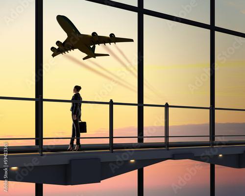 Papiers peints Aeroport Businesswoman at airport