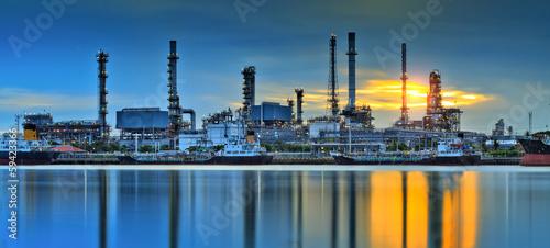 Staande foto Industrial geb. Oil refinery factory