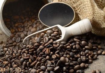 Arabica Kaffeebohnen mit Holzlot