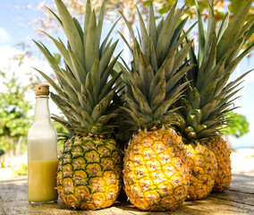 Ananas in karibischer Strandbar