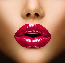 Lèvres sexy. Belle Gros plan maquillage. Baiser