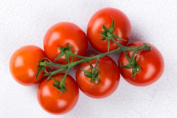 sechs frische tomaten