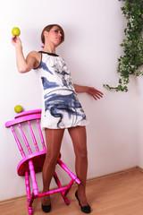 weibliche Schönheit, mit Apfel in der Hand