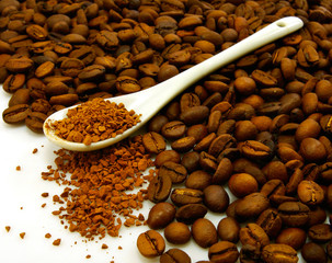 image of coffee beans and instant coffee in the spoon