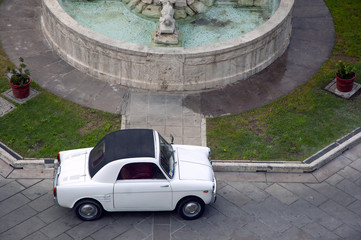 Auto d'epoca parcheggiata
