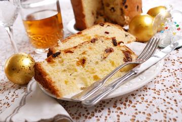classico panettone milanese sulla tavola