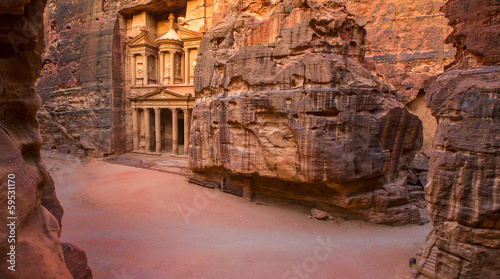 Overview of area at Entrance and Treasury  of Petra City, Jordan - 59531170