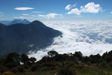 Mer de nuages depuis le sommet du volcan Santa Maria.