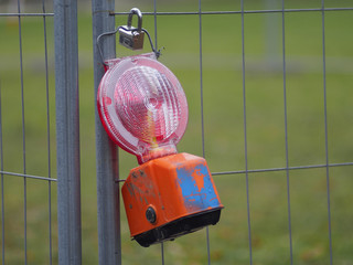Signallampe sichert Baustelle ab