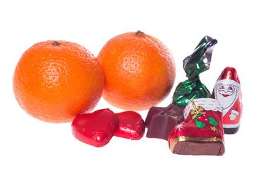 Süßigkeiten und Mandarinen zu Weihnachten