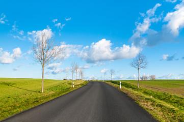 Straße ins Blaue