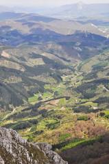 Vista panorámica desde el monte Aizkorri, País Vasco (España)