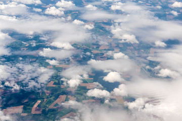 Luftbild verschiedene Wolkenformationen