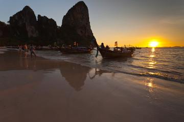 plage de Railay au soleil couchant, Krabi, Thaïlande