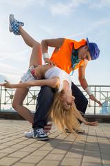 couple dancing modern dance in beautiful pose