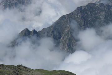 La montagne sous les nuages