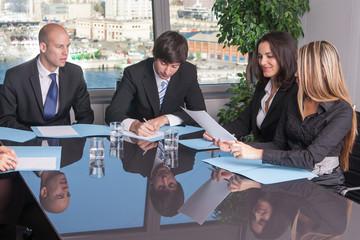 Besprechungsraum im Büro mit Stadtblick