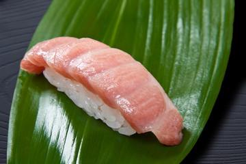 マグロの大トロ握り寿司