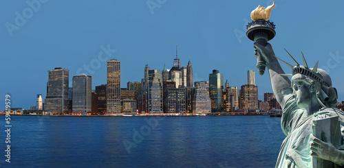 Papiers peints Statue Early morning New York City skyline panorama