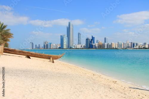 Fotobehang Midden Oosten Skyline von Abu Dhabi
